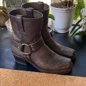 Like new Frye boots.